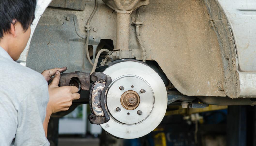 <strong>RUSTGARANTI:</strong> Å måtte skifte bremseskiver på grunn av rust på eldre biler er normalt. Det er også få bilmerker som gir nybilgaranti mot rust på bremseskivene. Foto: Shutterstock