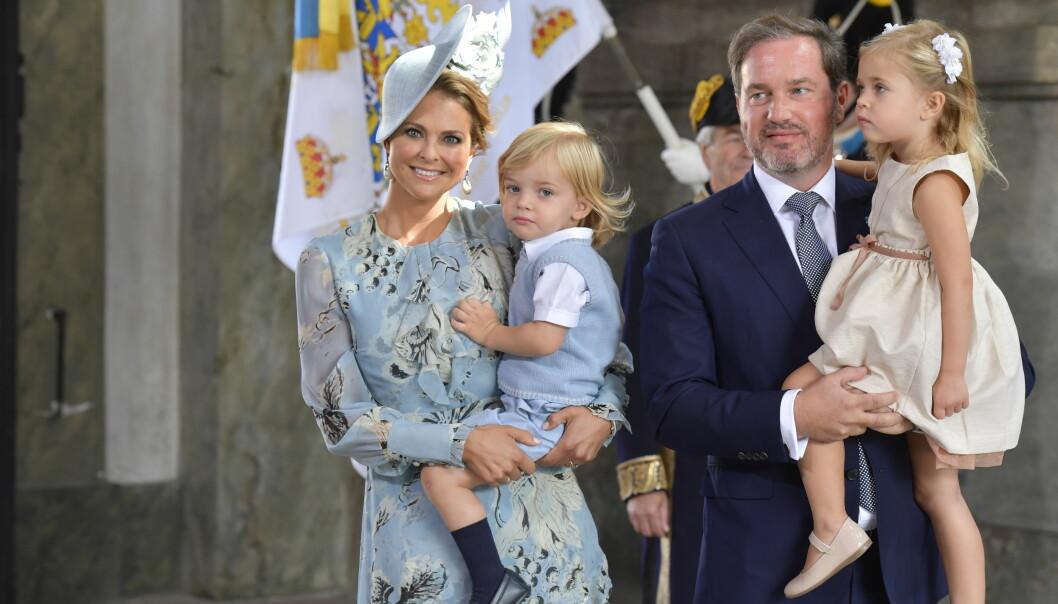 FIRE BLIR TIL FEM: Familien på fire er til vanlig bosatt i London, men barn nummer tre skal allikevel bli født i Sverige. Her er familien avbildet under kronprinsesse Victorias 40-årsfeiring. Foto: Sören Andersson / NTB Scanpix