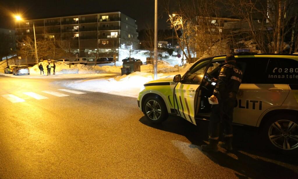 SKUDD: Politiet er på stedet etter melding om skyting på Holmlia. Foto: Daniel D. Laabak / Tipser.no