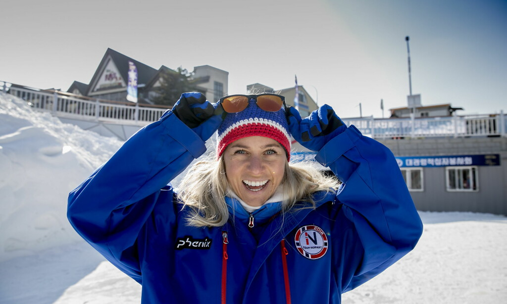 POSITIV: Tiril Eckhoff skvatt av nødmelding på telefonen, men hadde likevel et smil på lur. Foto: Bjørn Langsem / Dagbladet