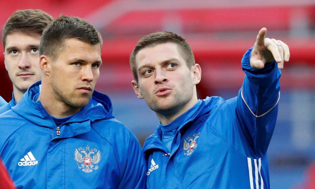 ETTERFORSKES: Ruslan Kambolov (t.h) etterforskes for doping. Han har to landskamper i fotball for Russland. Foto: REUTERS/Maxim Shemetov