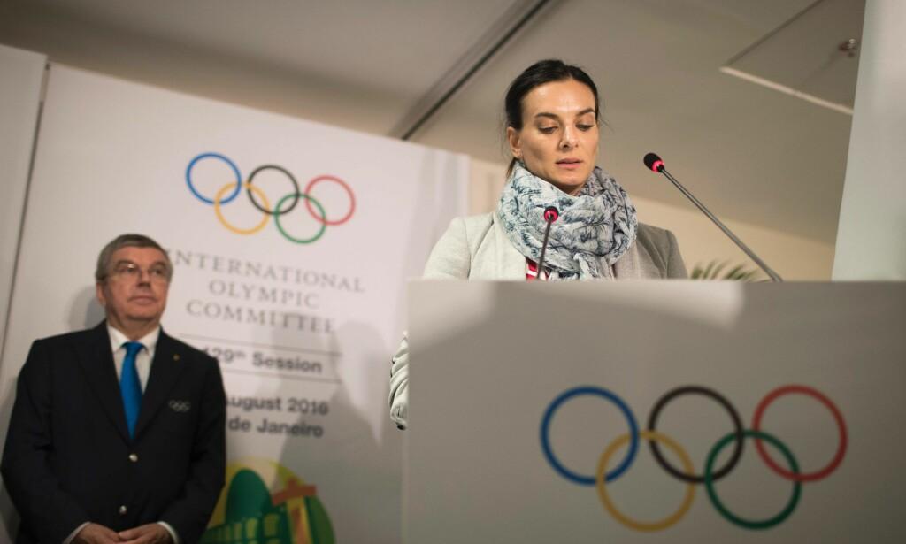 KALDERE IGJEN: Da Vladimir Putins nære allierte, den russiske sportshelten Jelena Isinbayeva etter Rio-OL 2016 ble valgt inn i IOC som utøverrepresentant til tross for at hun selv var blitt utestengt fra lekene, ble det sett på som en forsoning mot Russland. Den prosessen har stoppet opp etter de siste dagers rettssaker. FOTO: AFP/Felipe Dana