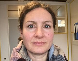 Eirin Bakke, overlege og spesialist i klinisk farmakologi ved Oslo Universitetssykehus, sier at inntak av alkohol kan føre til en rekke konsekvenser senere i livet, blant annet leverskader og økt risiko for flere kreftformer. (Foto: Privat)