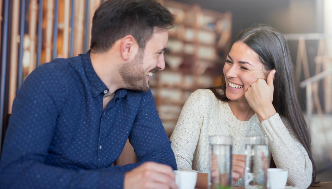 KROPPSSPRÅK: Pass på hva du sier med kroppen din når du er på date... FOTO: NTB Scanpix