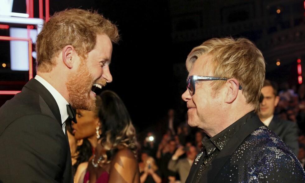 HÅPER PÅ INVITASJON: Elton John har ryddet plass i kalenderen for å kunne få med seg bryllupet til prins Harry og Meghan Markle. Foto: NTB Scanpix