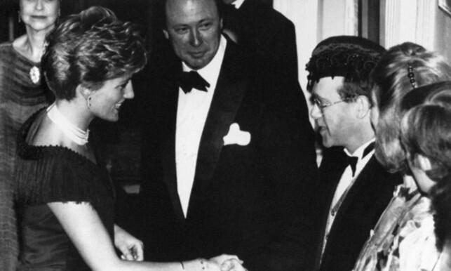 GODE VENNER: Elton John og prinsesse Diana hadde et nært vennskap. Her er de to avbildet sammen i 1991. Foto: NTB Scanpix