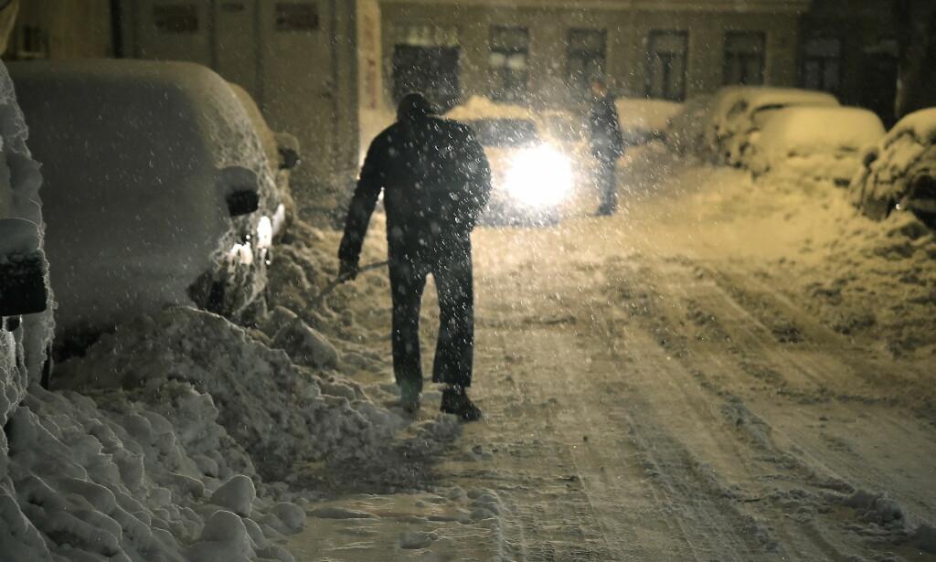 VARSLER KAOS: I dag starter vinterferien på Vestlandet, der snøen laver ned. Her fra snøkaoset i Oslo i januar. Foto Hans Arne Vedlog / Dagbladet