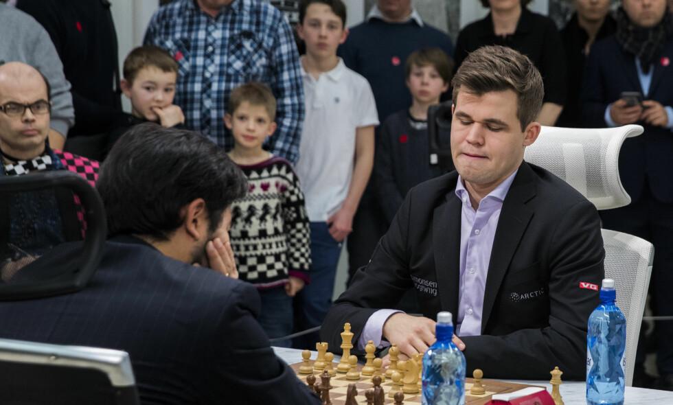 PUBLIKUM: Flere sjakkinteresserte er på plass når Magnus Carlsen spiller uoffisielt VM i Fischer Random. Foto: Berit Roald / NTB scanpix
