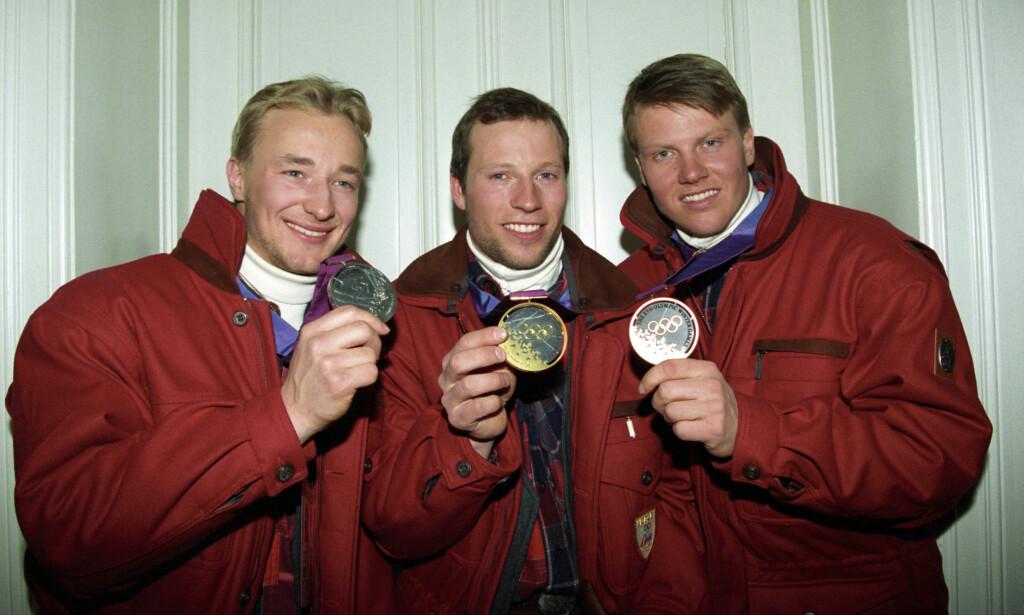 GODT MINNE: Kjetil Andre Aamodt med sølvmedalje, Lasse Kjus med gullmedalje og Harald Chr. Strand Nilsen med bronsemedalje fra OL i 1994. Foto: Calle Törnström / NTB scanpix