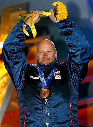HØYT VERDSATT: Lasse Kjus med bronsen fra storslalåm i OL i 2002. REUTERS/Peter Andrews