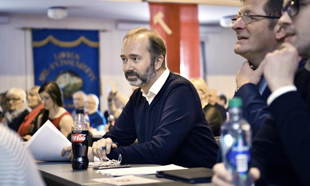 FÅR STØTTE: Aps tidligere nestleder Trond Giske får støtte fra Jorodd Asphjell (til høyre for Giske), som er stortingsrepresentant for Ap. Foto: Lars Eivind Bones / Dagbladet
