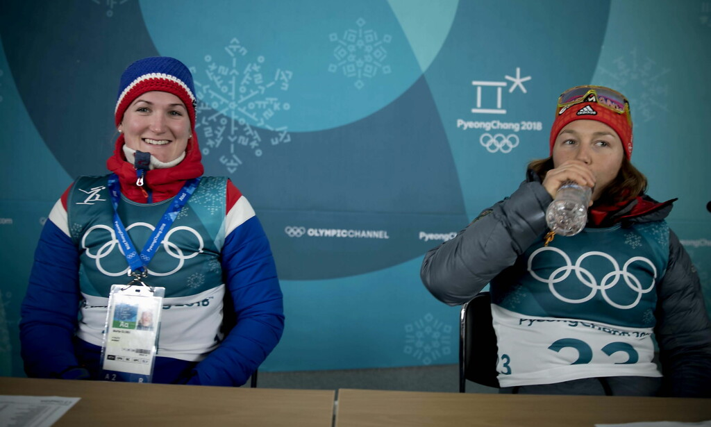 SØLV OG GULL: Marte Olsbu sammen med gullvinner Laura Dahlmeier. Tyskeren kan gi seg allerede etter sesongen, i en alder av 24 år. Foto: Bjørn Langsem / Dagbladet