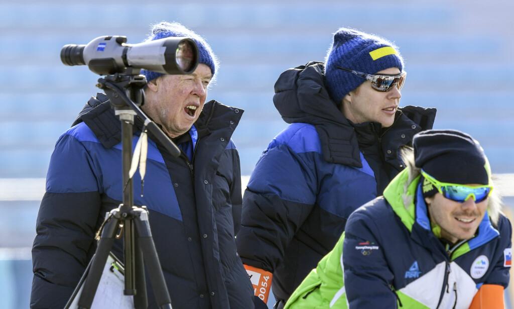 FØRST NEI - SÅ JA: Sveriges landslagstrener i skiskyting, tyske Wolfgang Pichler (t.v) ble først utestengt av OL fordi han tidligere har vært trener for nå utestengte russiske utøvere. IOC snudde i saken, og lot til slutt Pichler og andre trenere som ikke jobber i eller for Russland til likevel å jobbe i OL. Foto: Anders Wiklund / TT / NTB Scanpix