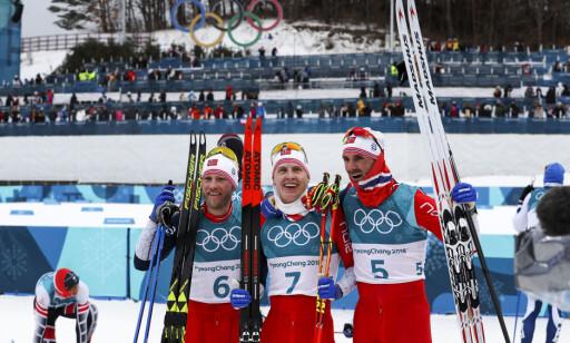 VENNENES TRIUMF: Martin Johnsrud Sundby (tv), Simen Hegstad Krüger og Hans Christer Holund sammen etter den makeløse 3-mila. FOTO: Andreas Hillergren/TT*