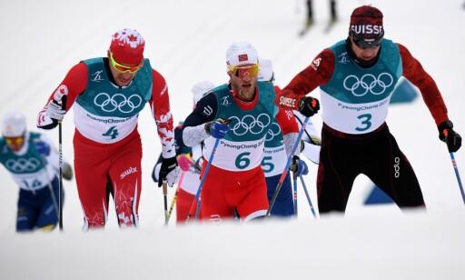 OVERRASKET: Dario Cologna og Alex Harvey hadde aldri trodd at Simen Hegstad Krüger skulle bli olympisk mester. Foto: NTB Scanpix