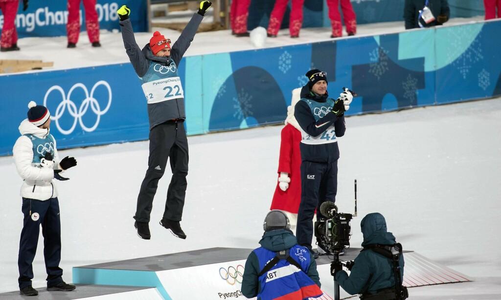GULL: Tyske Arnd Peiffer jubler over seier. Michal Krcmar ( sølv) og Dominik Windisch ( bronse). Foto: Bjørn Langsem / Dagbladet