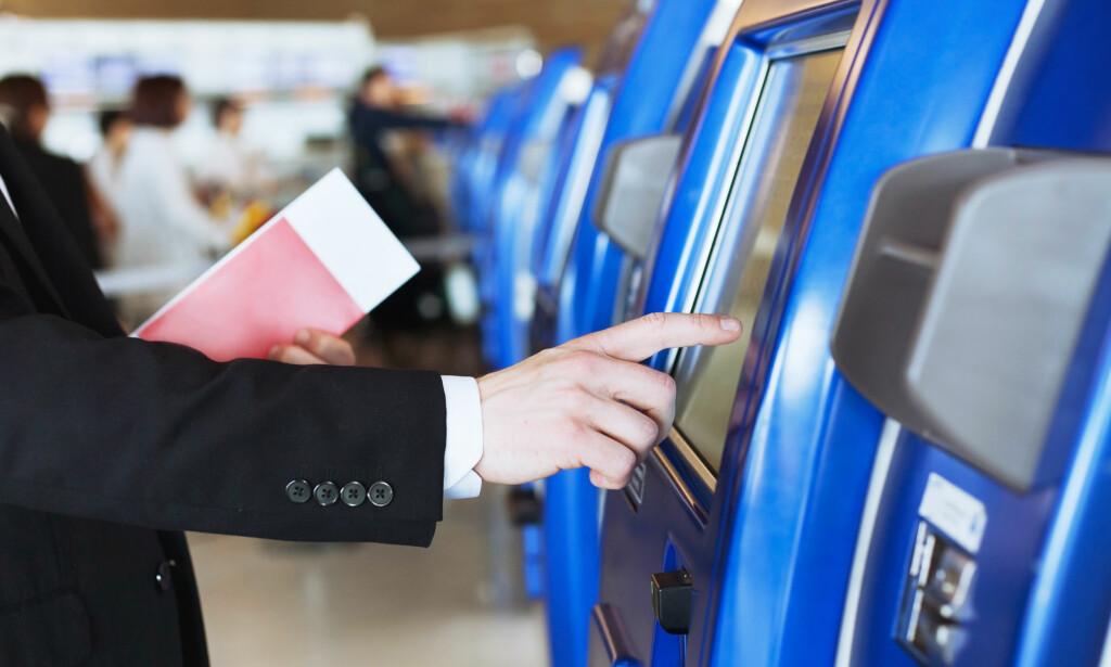 BAKTERIE-VESTING: De selvbetjente innsjekkings-automatene på flyplassene kan være store bakteriefeller. Foto: Shutterstock / NTB Scanpix