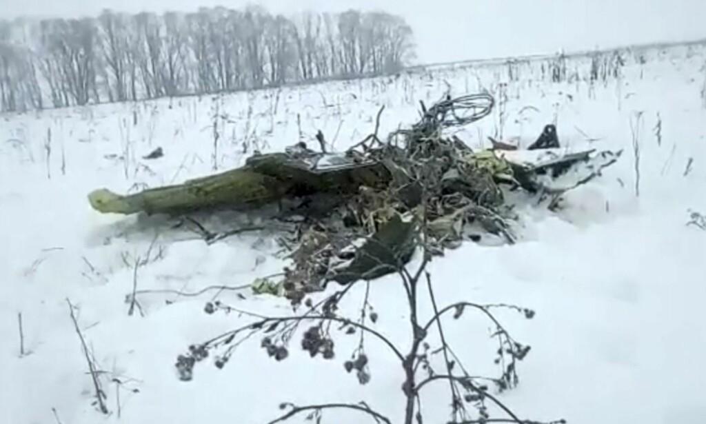 VRAKRESTER: Det er funnet flere vrakrester etter at flyet styrtet. Foto: Life.ru via AP