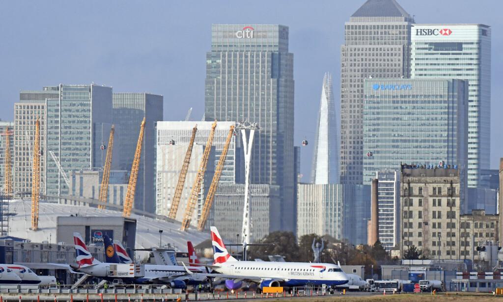 STENGT ETTER BOMBEFUNN: London City Airport er stengt, etter at en bombe fra andre verdenskrig ble funnet i nærheten, i elven Thames. Foto: Victoria Jones/ PA Photos/ NTB Scanpix