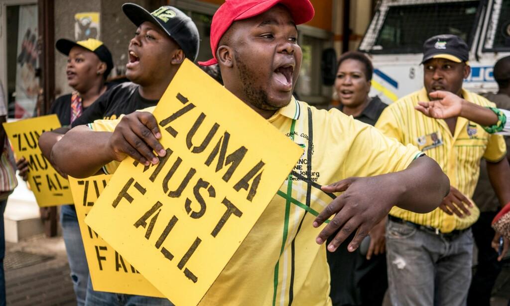 DEMONSTRASJON: Det har flere ganger blitt holdt demonstrasjoner mot president Zuma. Her fra tidligere i ferbruar. Foto: AFP