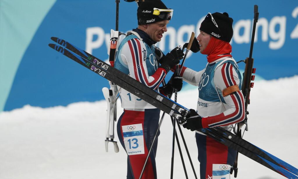 SPRAKK: Tarjei Bø og Erlend Bjøntegaard etter jaktstarten hvor begge skjøt vekk medaljesjansen på siste skyting. Foto: Bjørn Langsem/Dagbladet