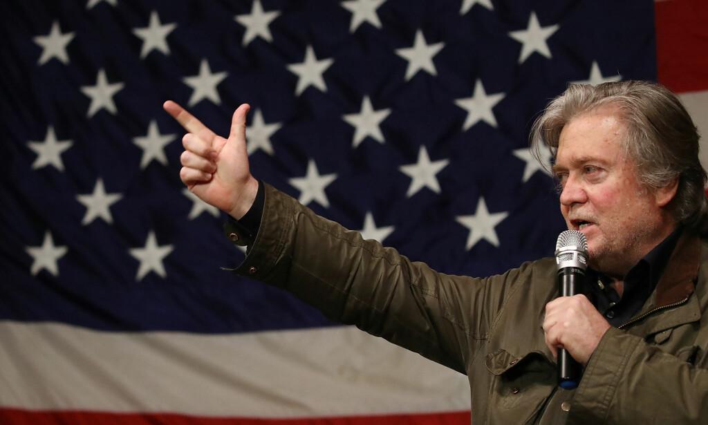 REVOLUSJON: Steve Bannon er imponert over metoo-kampanjens revolusjonære kraft. Han tror den betyr slutten på patriarkatet. Her driver han valgkamp for republikaneren Roy Moore, som ble beskyldt for rasisme og sex med mindreårige. Moore tapte i et omstridt senatvalg før jul. Foto: JOE RAEDLE /AFP PHOTO / GETTY IMAGES