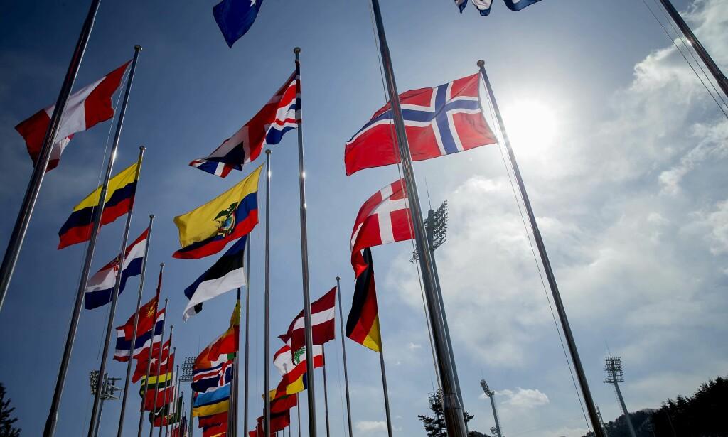 VIND: Flaggene står som spente seil på arenaene i Pyeongchang. Foto: Bjørn Langsem
