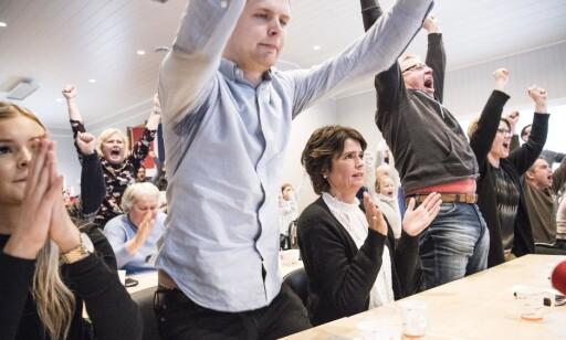 MAREN-JUBEL: Søster Tone (t.v.) bror Øyvind og mamma Kristin kan juble hemningsløst, gulljenta heter Maren Lundby fra Bøverbru avdeling Toten. Foto: Lars Eivind Bones.