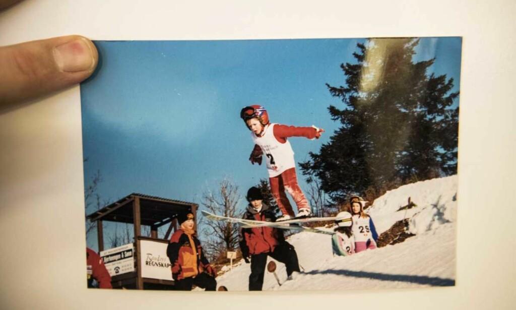 HER STARTET DET: Dagens gullvinner, Maren Lundby, i Slettumsbakken. Her startet hun å hoppe da hun var tre år. Nå er det gull på jenta fra Bøverbru. Foto: Privat.
