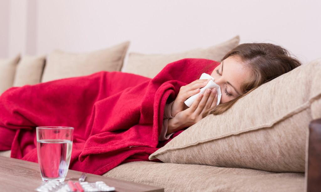 INFLUENSA: Mange av oss blir slått helt ut av influensa. Men når bør man oppsøke lege? FOTO: NTB Scanpix