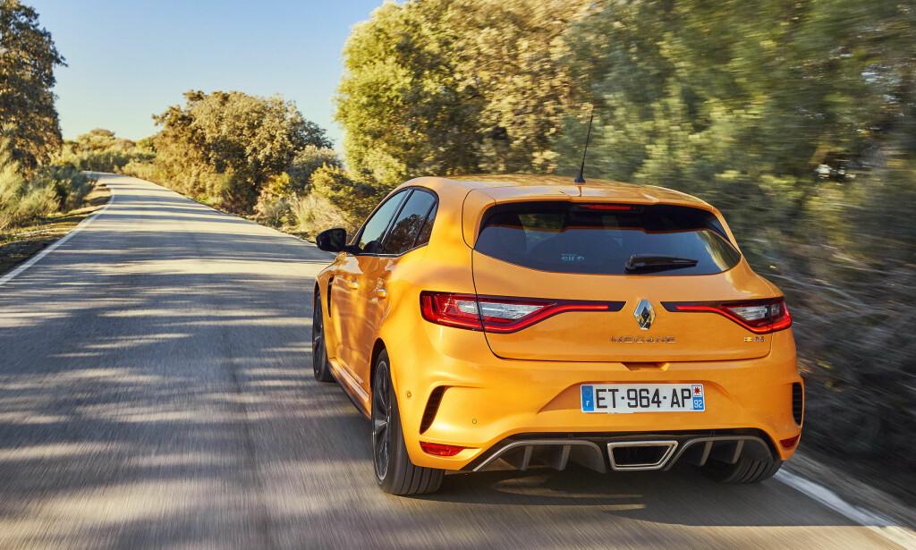 ILLSINT: Hekken oser sportslighet, med diffusere, luftutslipp og sentermontert eksos. Foto: Renault