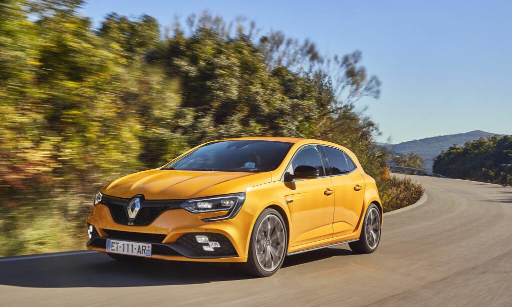 BLIKKFANG: Megane R.S. fås med to alternative signaturfarger - gul eller oransje. Foto: Renault