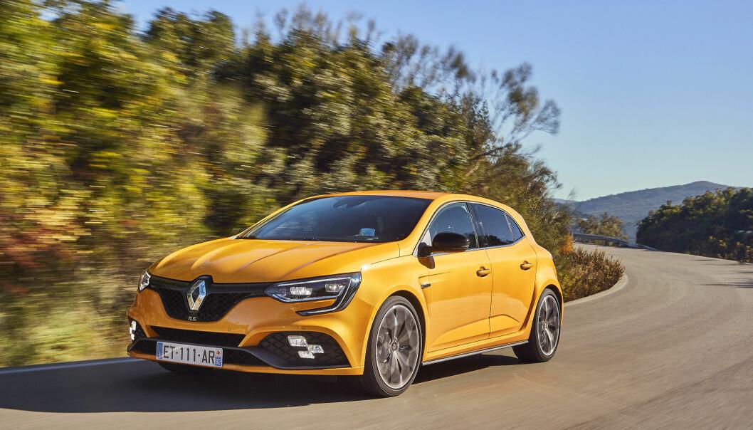 <strong>BLIKKFANG:</strong> Megane R.S. fås med to alternative signaturfarger - gul eller oransje. Foto: Renault