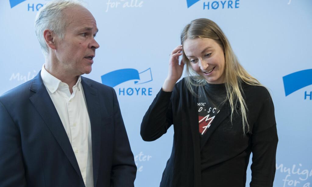 Hodebry i Høyre: Kunnskaps- og integreringsminister Jan Tore Sanner (H) og leder i Unge Høyre, Sandra Bruflot er uenige om eggdonasjon og surrogati. Men assistert befruktning for enslige er de begge for. Her på Høyres sentralstyremøte. Foto: Vidar Ruud / NTB scanpix