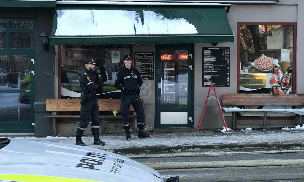 KNIVRAN: To menn ranet en kebabrestaurant i Thorvald Meyers gate med kniv og løp mot sentrum, tirsdag. Foto: Eugene Brandal Laran / Dagbladet