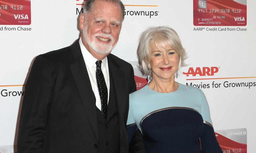 GODT GIFT: Her er Helen Mirren sammen med ektemannen Taylor Hackford under en prisutdeling i Los Angeles tidligere denne måneden. Foto: NTB Scanpix