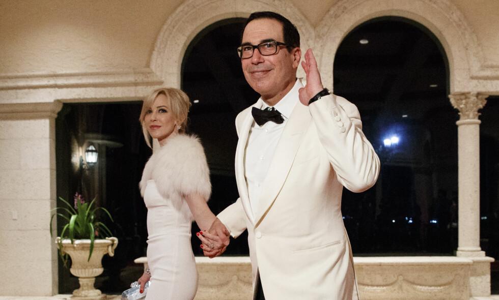 LUKSUSLIVET: USAs finansminister er gift med den skotske skuespilleren Louise Linton. De har samlet en formue på godt over to milliarder kroner, og viser det mer enn gjerne fram. Likevel har det hendt at luksusskrytingen har gått for langt. Nå legger Linton seg flat etter en skandale som fant sted i sommer. Foto: NTB scanpix