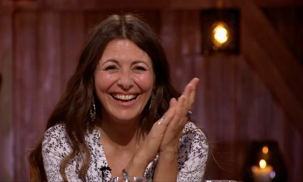 KOS: Claudia Scott koste seg da låtene hennes ble tolket i lørdagens «Hver gang vi møtes». Foto: TV 2