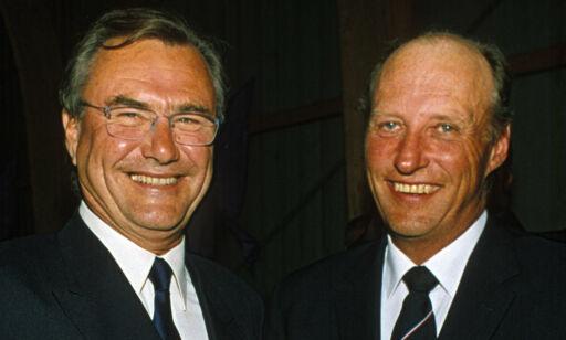 image: - Latteren satt alltid løst mellom prins Henrik og kong Harald