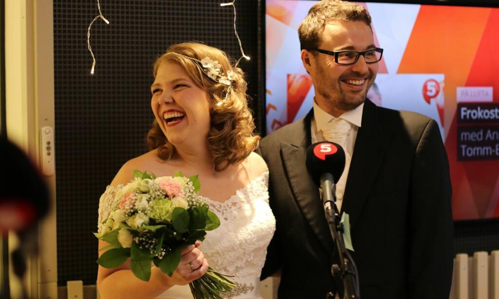 LIVEBRYLLUP: Bruden Iselin Næss og brudgommen Kjetil Berntsen sa sine «ja» til hverandre live på landsdekkende radio onsdag morgen. Foto: Human-Etisk forbund