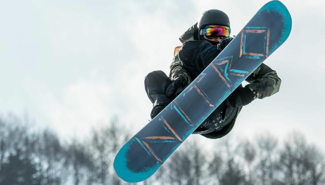PROTEST: Snowboarderen Tit Stante fra Slovenia brukte OL-arenaen til å protestere mot den amerikanske rapperen Meek Mills fengsling. Foto: NTB scanpix