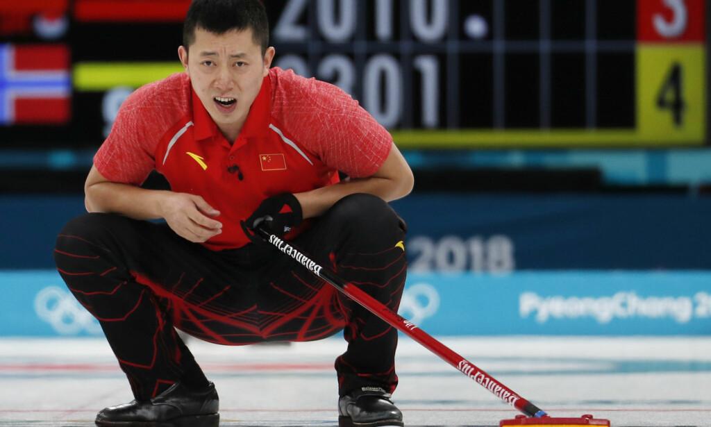 STRYK: Ulsrud er klar på at buksene til det kinesiske mixed double-laget ikke holder mål. Foto: NTB Scanpix