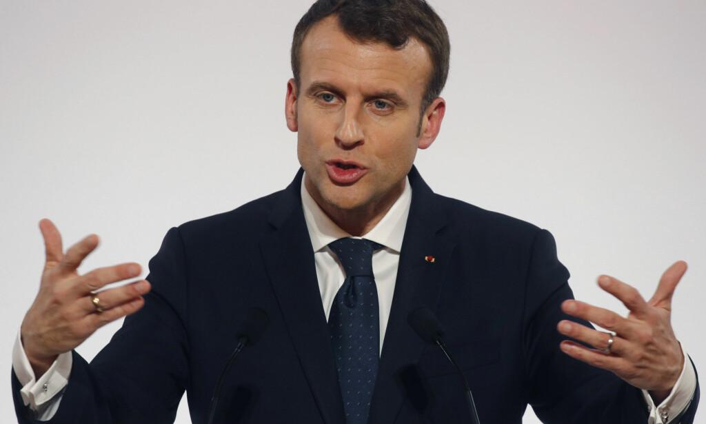 FJERNER JOURNALISTENE: Frankrikes president Emmanuel Macron vil holde pressen på avstand. Foto: Philippe Wojazer / AP / NTB scanpix