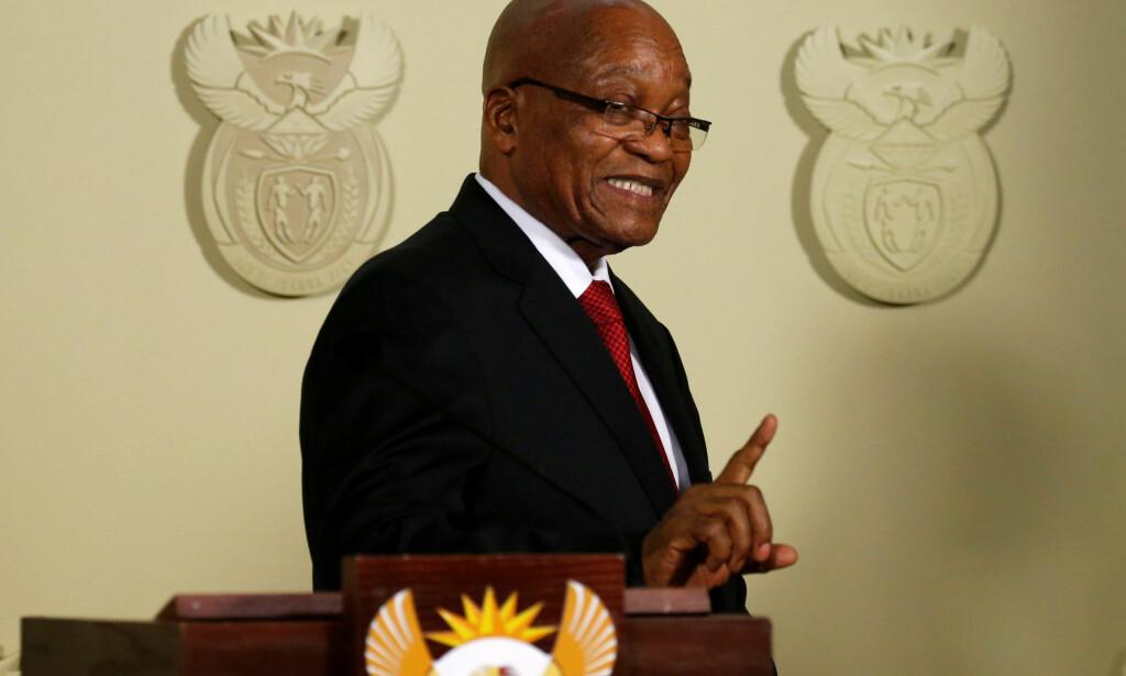 GÅR AV: Sør-Afrikas president Jacob Zuma har i en TV-tale onsdag kveld kunngjort at han går av umiddelbart. Foto: REUTERS/Siphiwe Sibeko