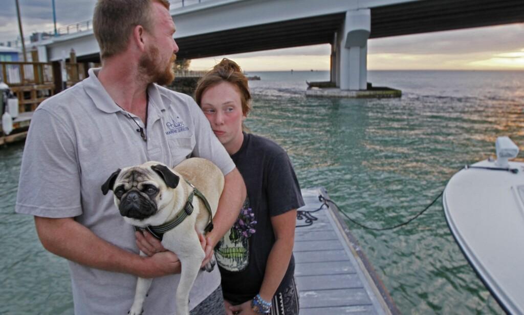 MISTET ALT: Tanner Broadwell og Nikki Walsh hadde forberedt seilturen sin i to år. Etter et døgn på sjøen sank båten. De hadde ikke forsikring, og mistet alt på 20 minutter. Foto: AP / NTB Scanpix