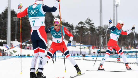 TRIPPELT NORSK: Simen Hegstad Krüger vant gull på skiathlon foran Martin Johnsrud Sundby og Hans Christer holund. Foto: AFP PHOTO / Jonathan NACKSTRAND