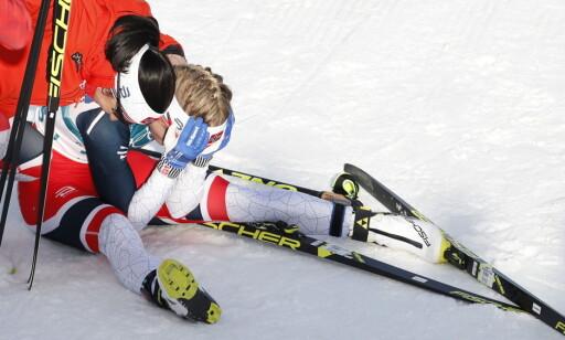 UVIRKELIG: Bronsevinner Marit Bjørgen hjalp Ragnhild Haga med å forstå at hun faktisk er olympisk mester. Foto: Bjørn Langsem / Dagbladet
