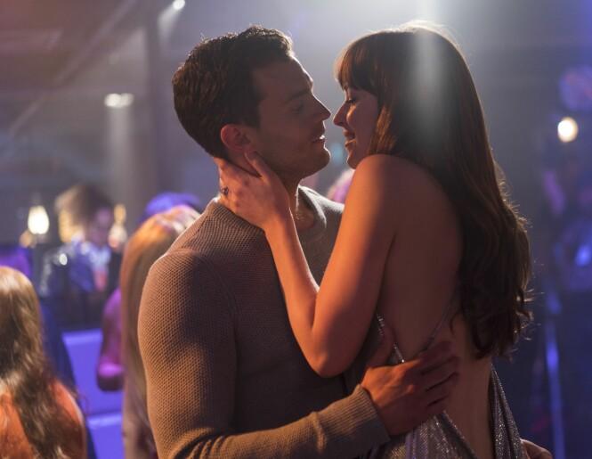 Christian Grey (Dornan) og Anastasia Steele (Johnson) i scene er fra kinoaktuelle Fifty Shades Freed. Har du sett den enda? Foto: NTB Scanpix