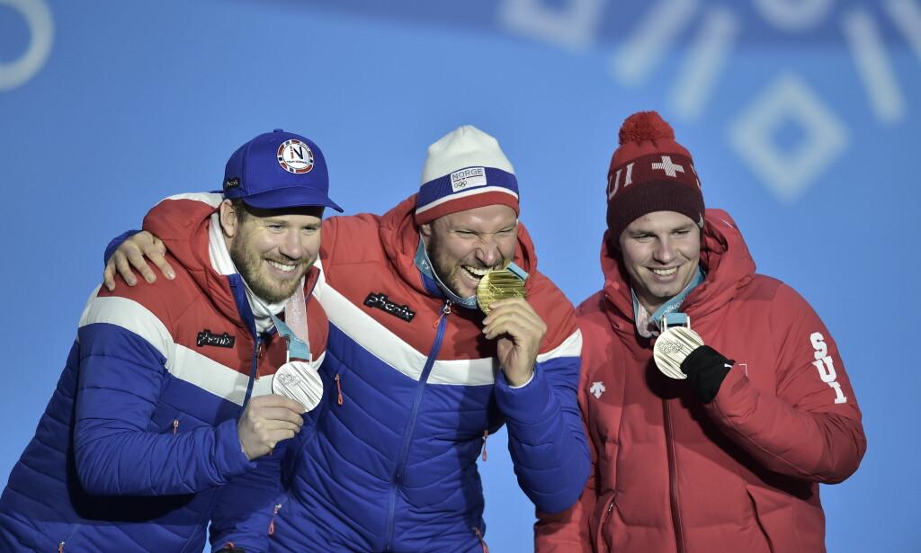 DER VAR MEDALJEN: Kjetil Jansrud, Aksel Lund Svindal og Beat Feuz fikk medaljene torsdag. Foto: Hans Arne Vedlog/Dagbladet