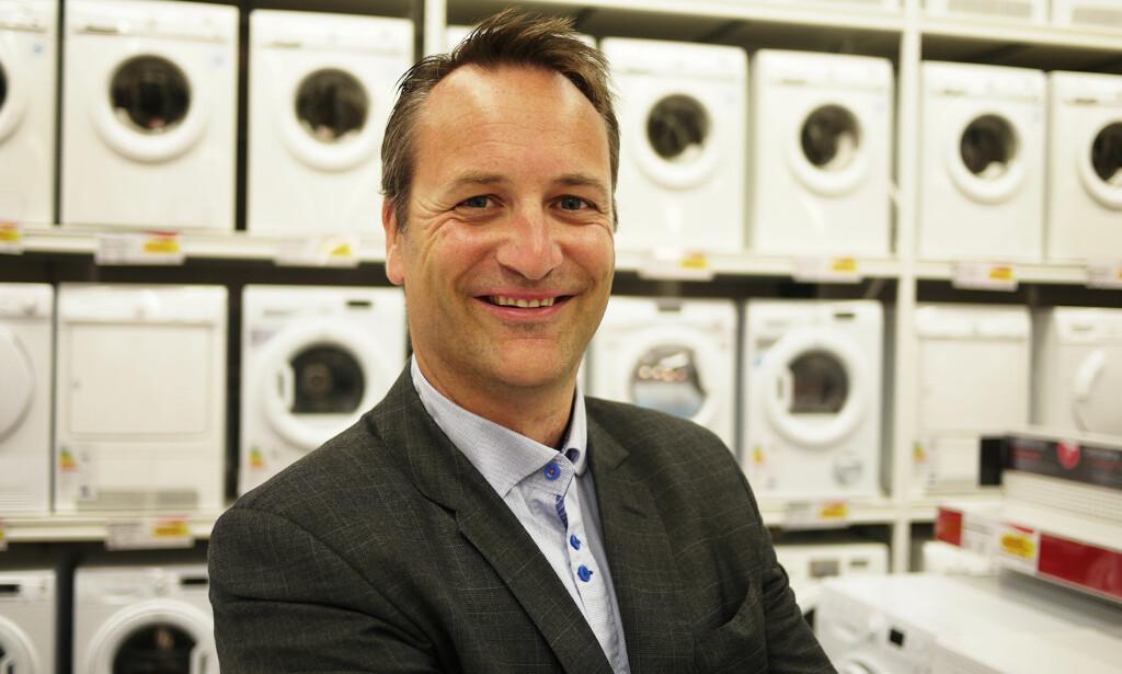 MINDRE MOMS: Administrerende direktør Jan Røsholm i Elektronikkbransjen mener at lavere merverdiavgift er veien å gå for å oppnå lavere priser på reparasjoner. Foto: Elkjøp/Creative Commons